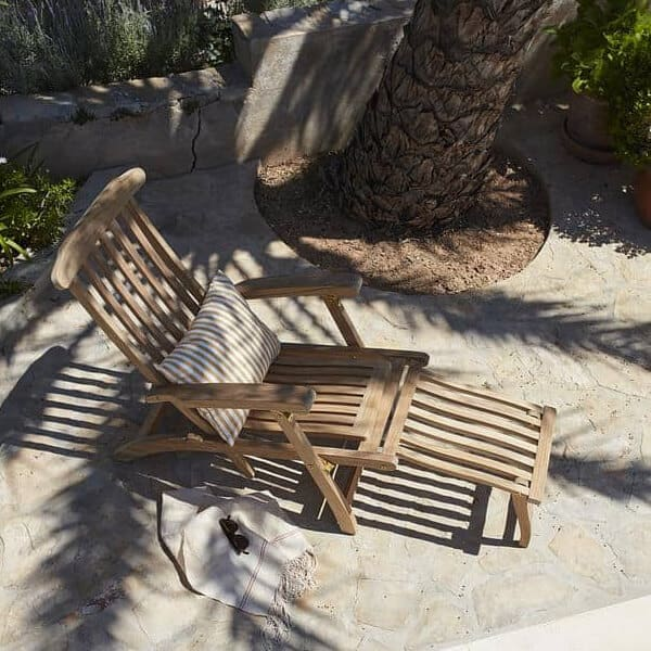 כיסא נוח מעץ